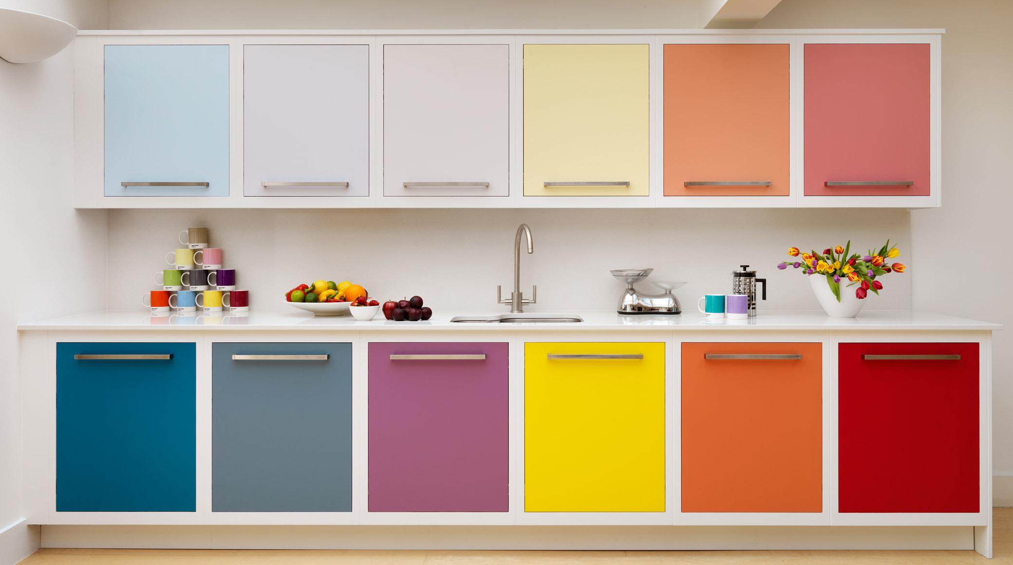 Como limpiar los armarios de la cocina best top planchas for Limpiar armarios de madera