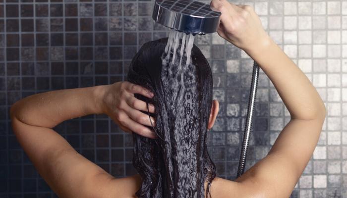 enjuagar cabello
