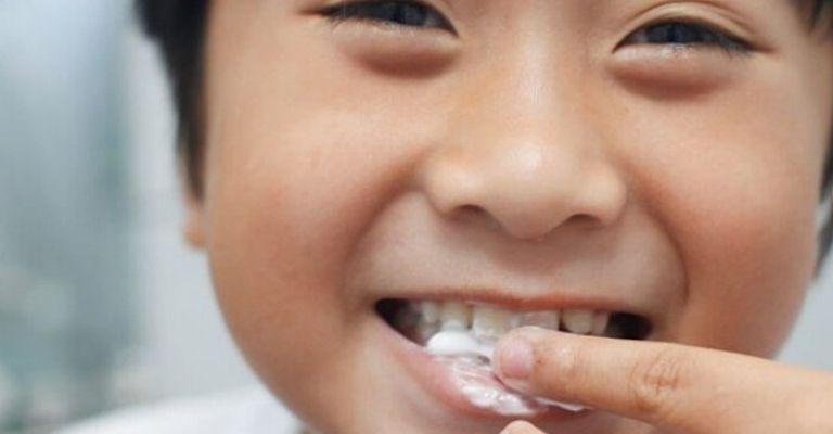 como-aplicar-pasta-dientes-casera